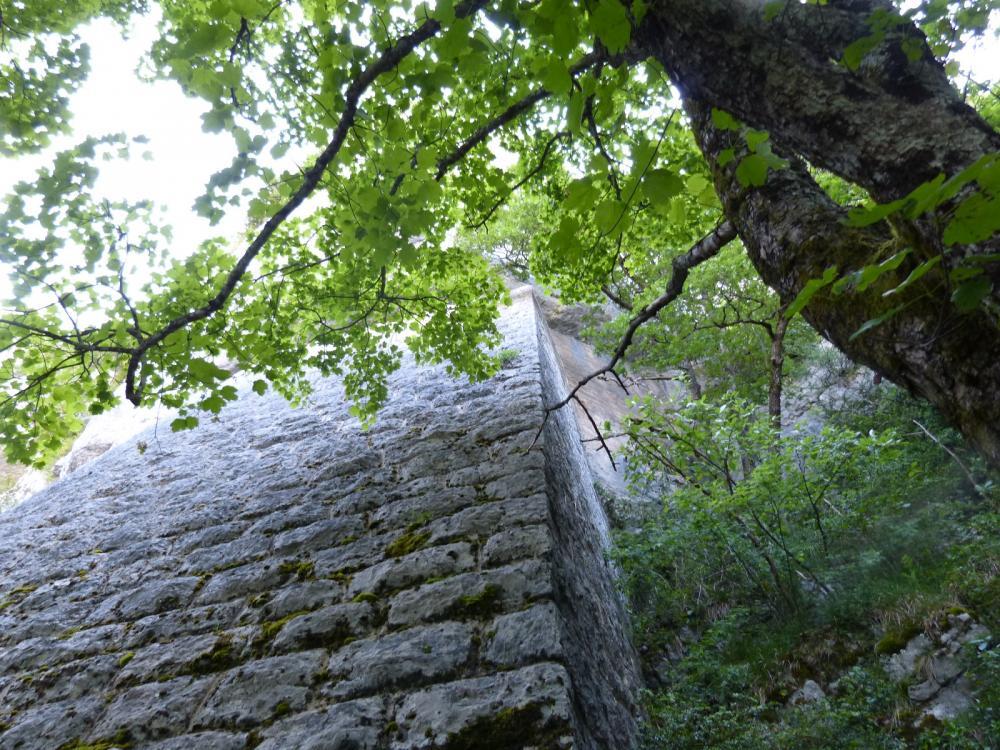 Le mur de soutainement du roc de Tormery