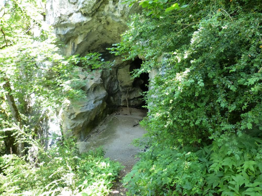 le trou de l' Ermite au dessus de Chignin
