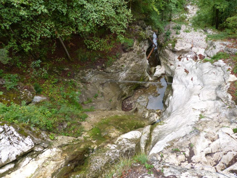Petite vue aérienne sur la via ferrata de la cascade des Nants à Bellevaux