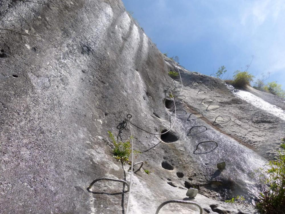 Saix de Miolène, La sortie de la verticale du Chamois