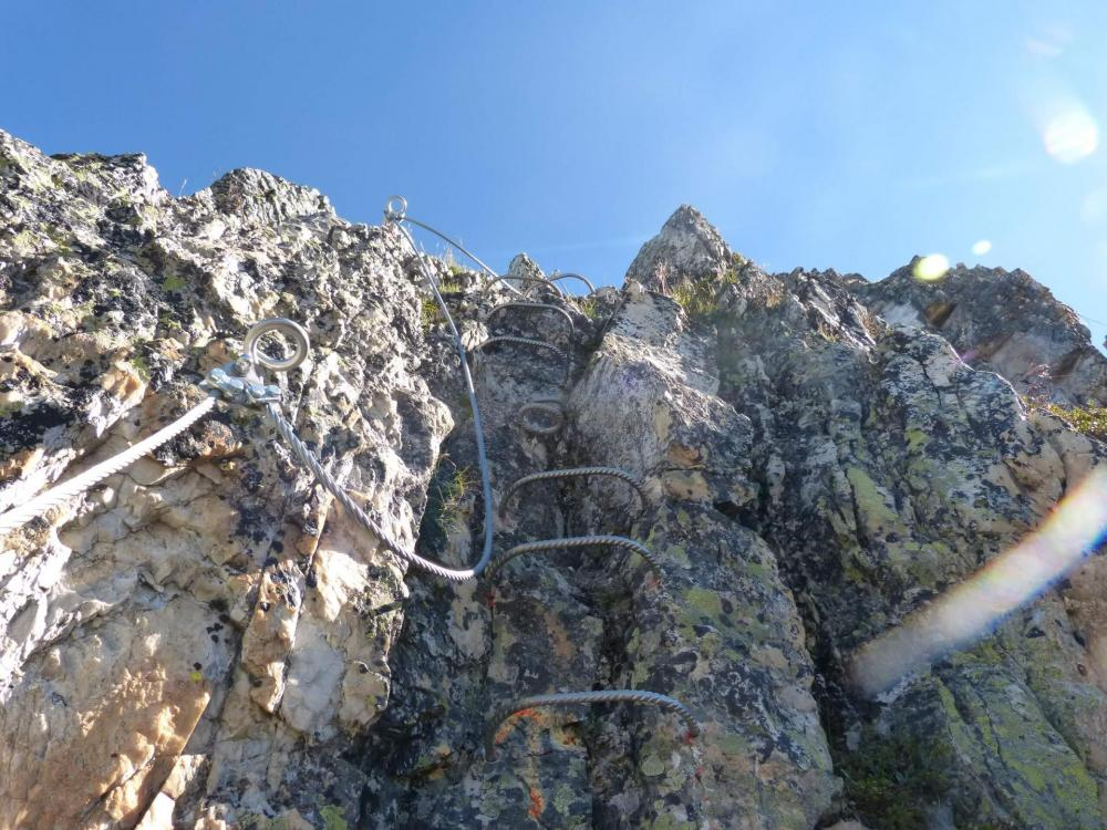 dernier effort dans la verticale au dessus du pont népalais aux Bourtes