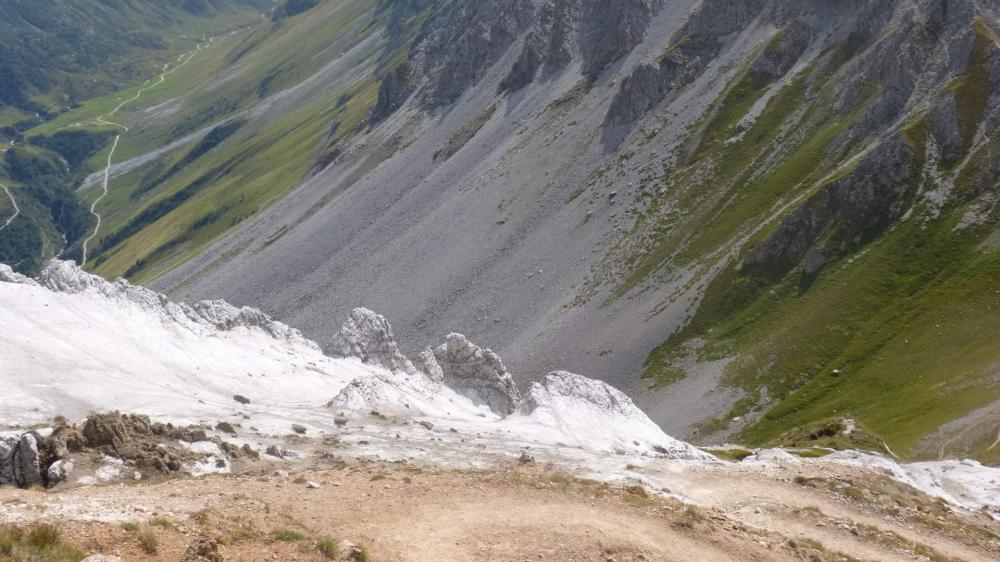 C' est de ce côté du petit Mont que la couleur blanche du gypse est la plus spectaculaire !
