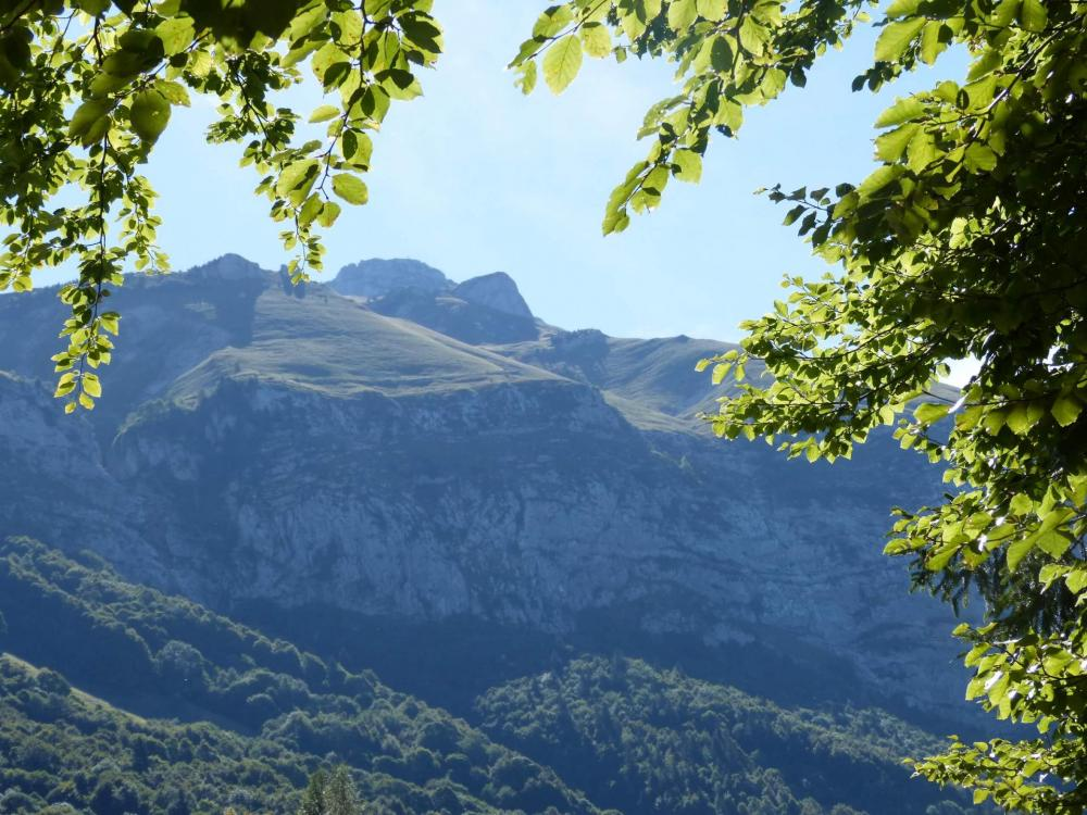 Le Mont Trélod vu depuis le parking des Cornes