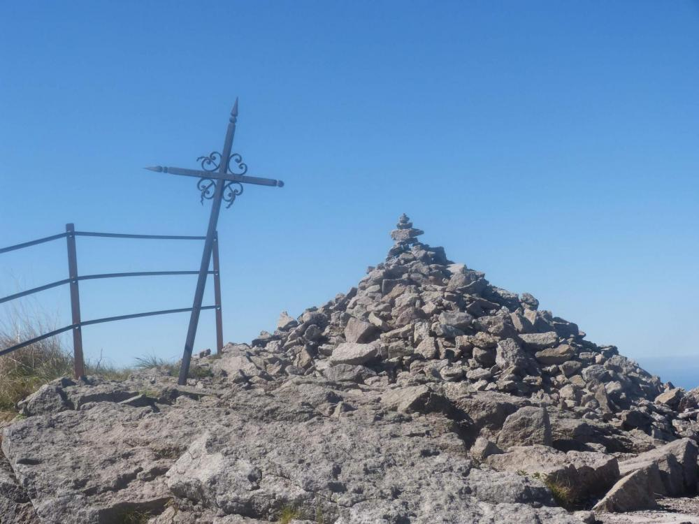 Le Puy Mary, son cairn, sa croix !