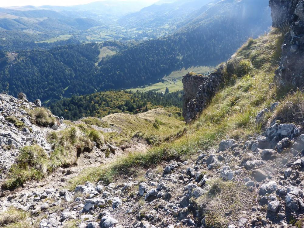 Descente depuis le rocher du bec de l' Aigle vers Font d' Alagnon