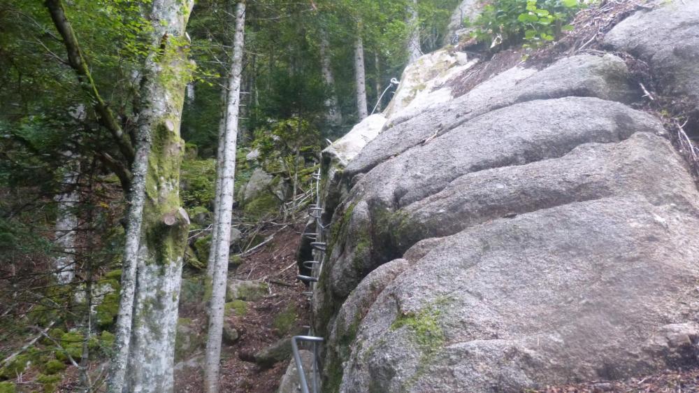 Petite traversée dans les rochers du Ronzier à Prabouré