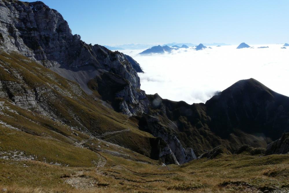au col du Varo vue sur le chemin de montée et les bauges