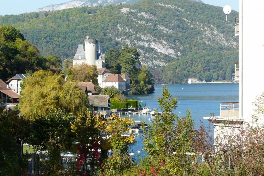 lac d' Annecy et chateau de Duingt