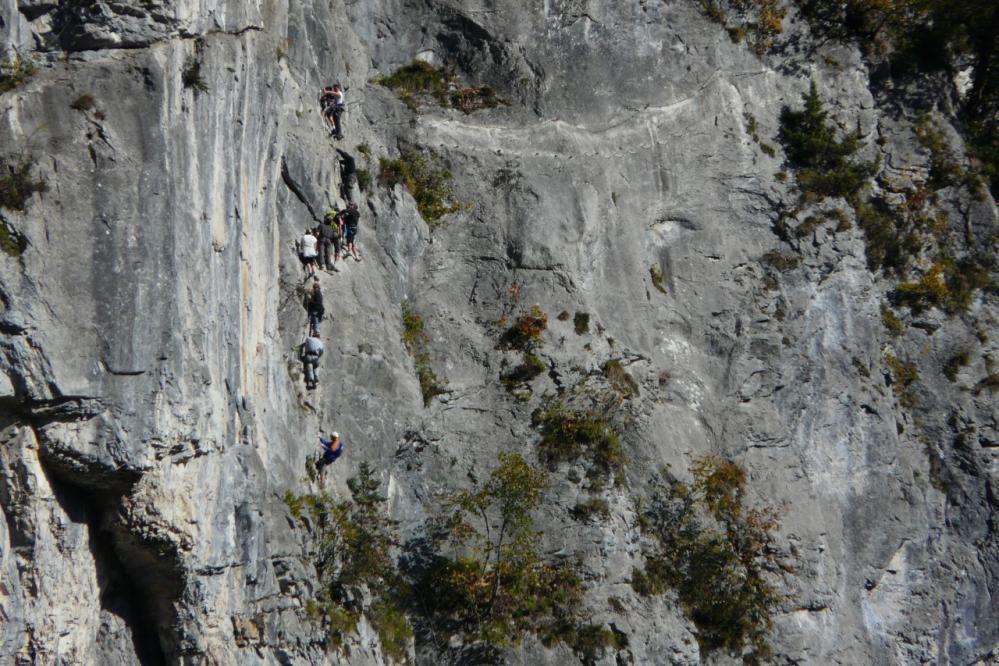 via du Mont (Sixt)dans le premier mur après la vired 'accés.La vraie difficulté de la via c'est quand il y a du monde !