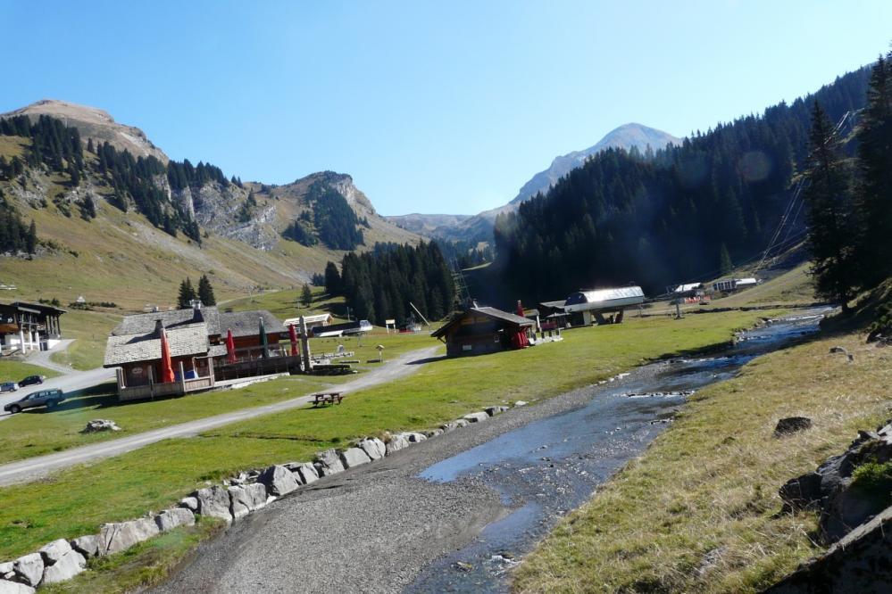 le site des lindarets au dessus du village du même nom.
