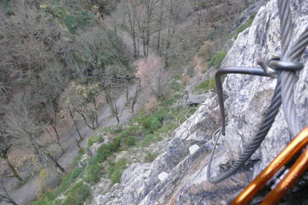 Au dessus du chemin qui mène au barrage