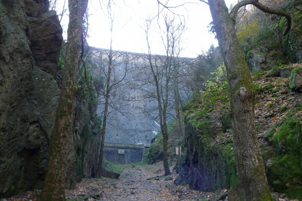 le pied du barrage de Planfoy