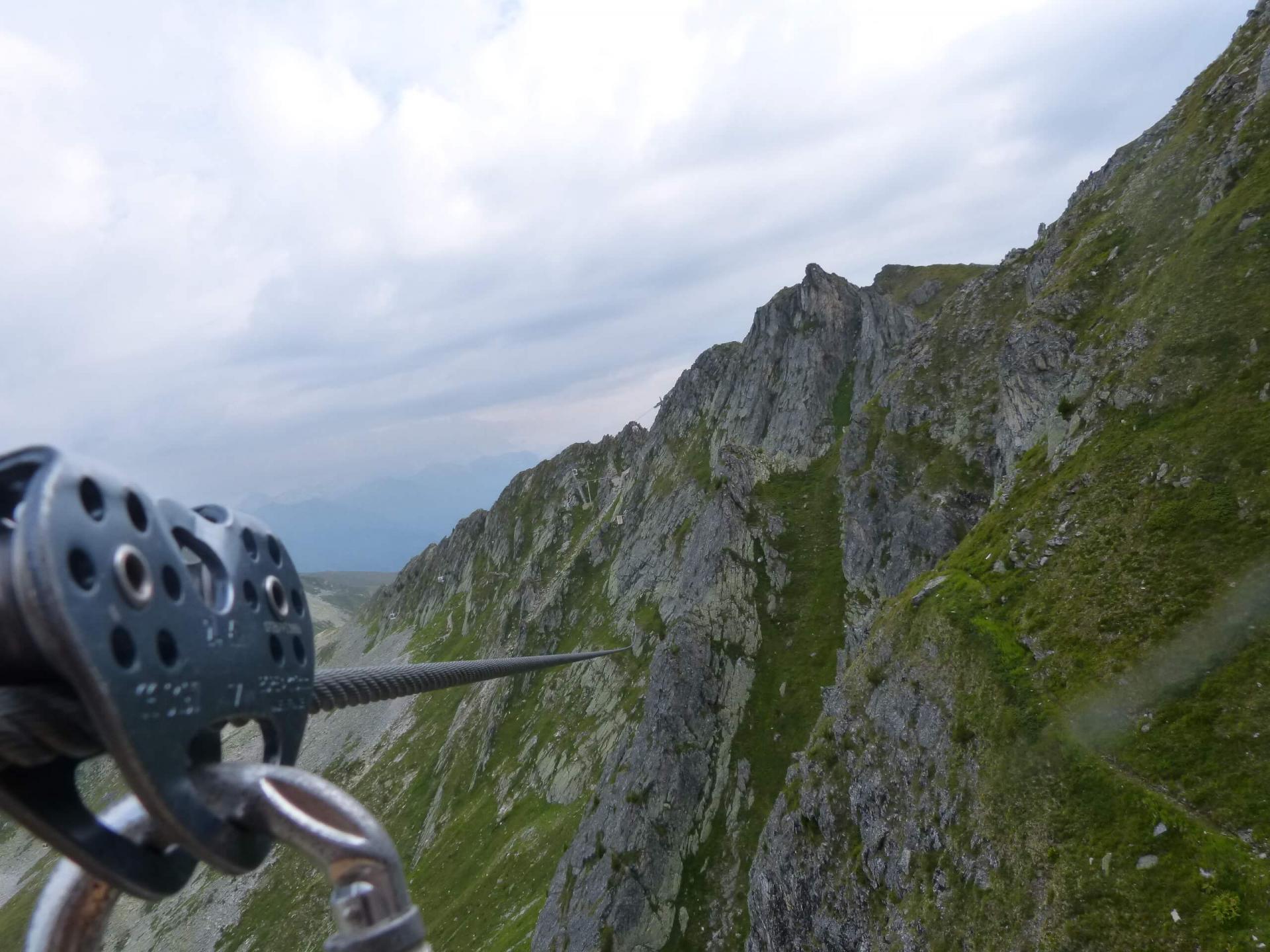 Seconde tyrolienne de la falaise des Bourtes à Belle Plagne