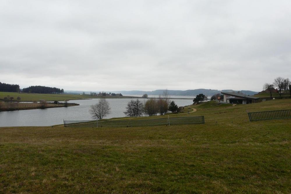 La lac-barrage de Naussac juste après Naussac