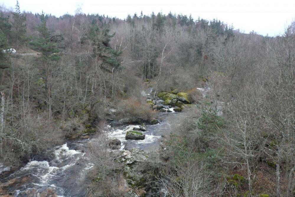 le cours d'eau qui accompagne la route de Naussac à laval Atger
