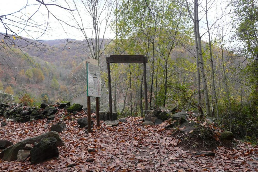 portail d' entrée du chemin d' accès à la via de thueyts