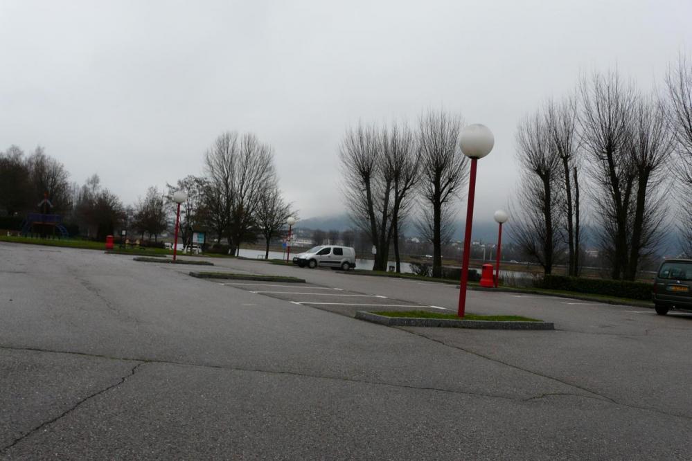 parking au départ de la voie verte à remirmont