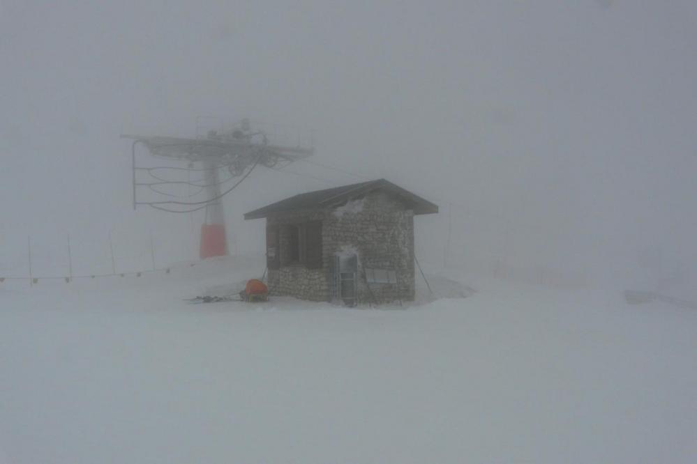 Brouillard dense au sommet des pistes du Rousset