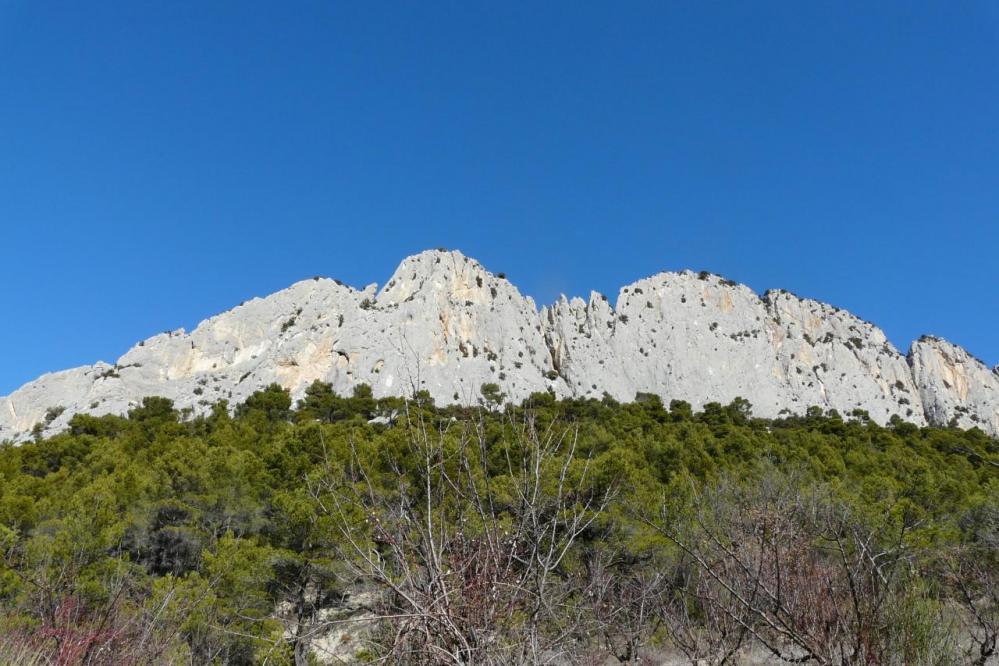 le rocher St Julien l côté  opposé à Buis les Baronies
