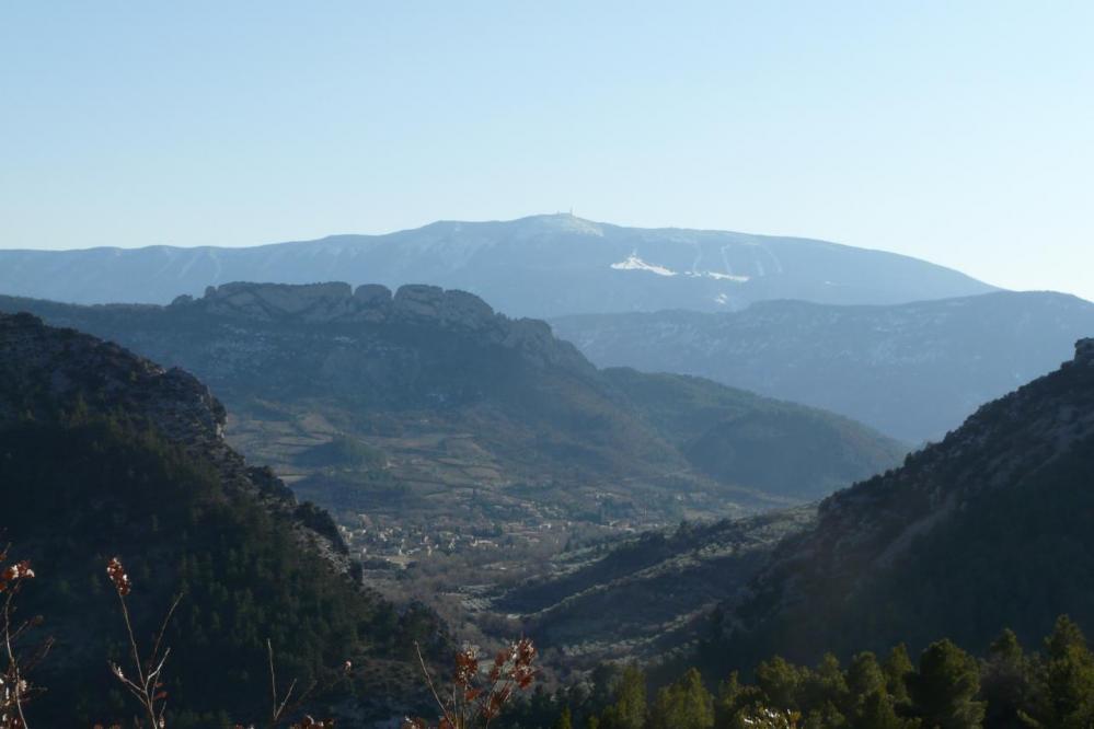 Buis les Baronies,le rocher St Julien, le Ventoux depuis le col d' Ey