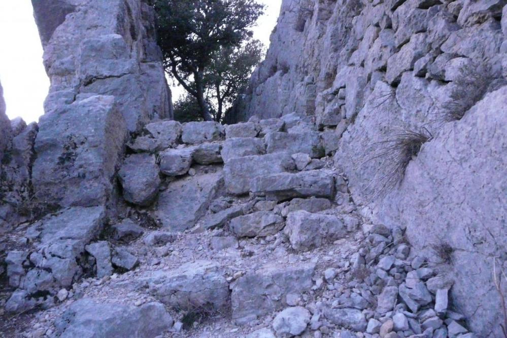 accès à la ligne de crête du rocher St Julien