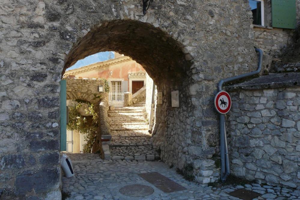 porte d' entrée village de Brantes