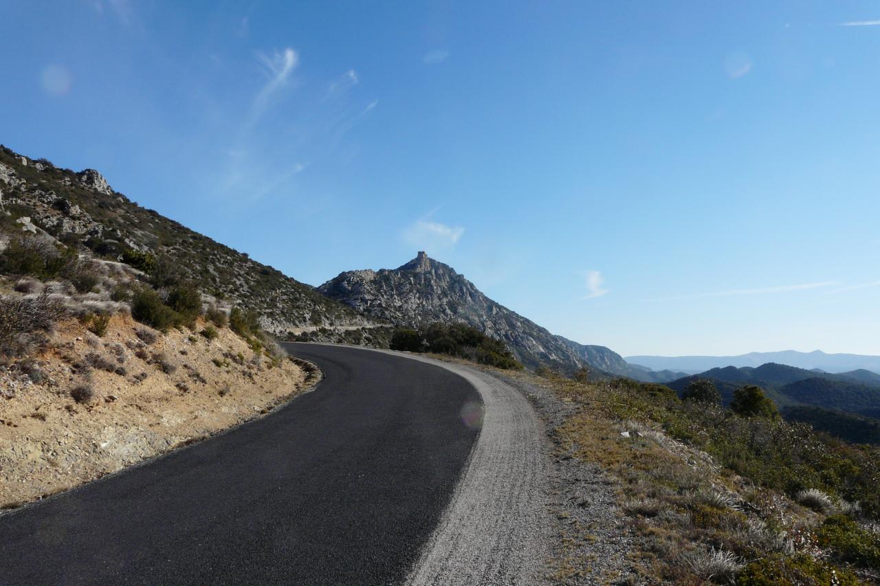 En haut de la montée, le chateau de Quéribus