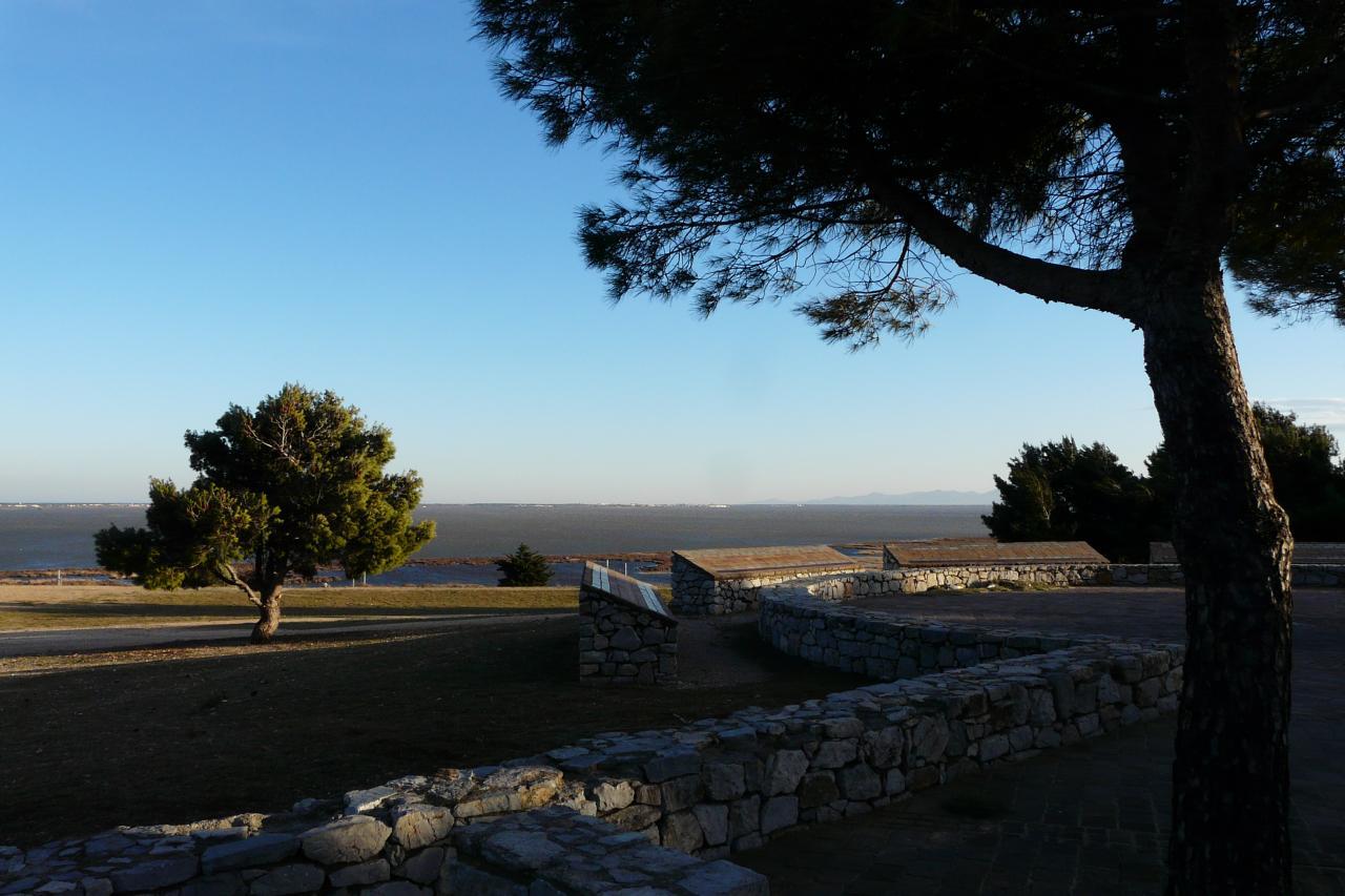 La méditérranée vue depuis l' aire d' autoroute en face de Port Barcarés