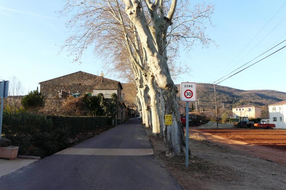 Salasc, sortie du village