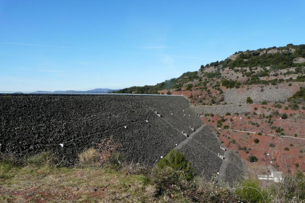 sous le barrage du Salagou