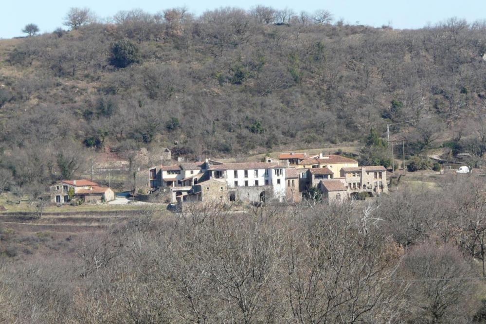 le village de Basse vu au télé objectif depuis Brenas