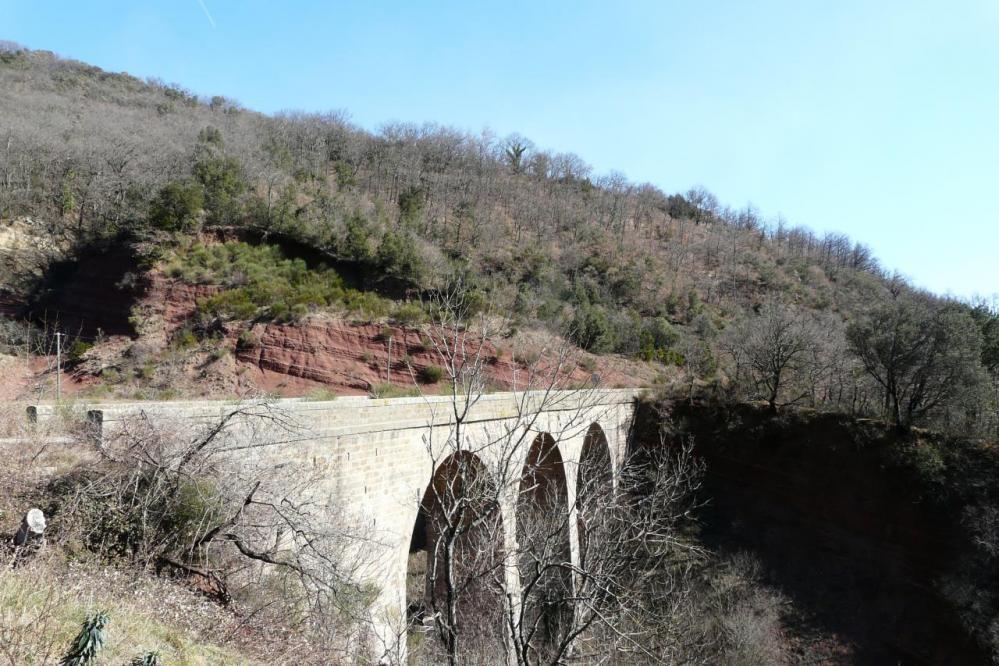 ancien pont désafecté après Brénas