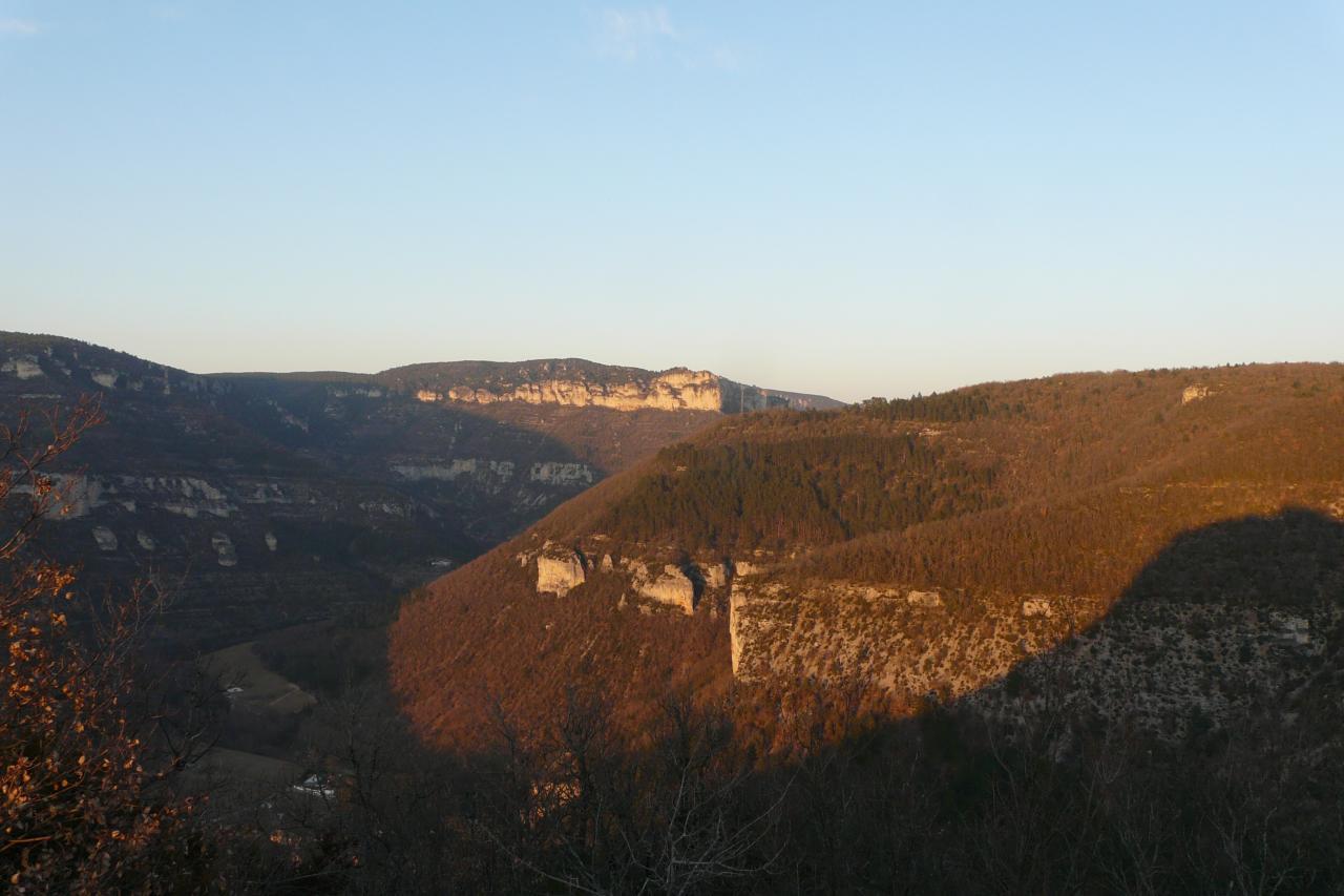 les rochers de la via ferrata du Boffi (en haut,au centre)