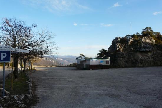 lieu d'accuiel du site de Montpellier le Vieux (ferrata,petit train,départ des sentiers