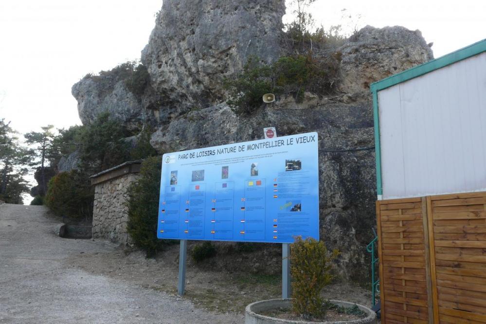 pancarte d' info du site de Montpellier le Vieux