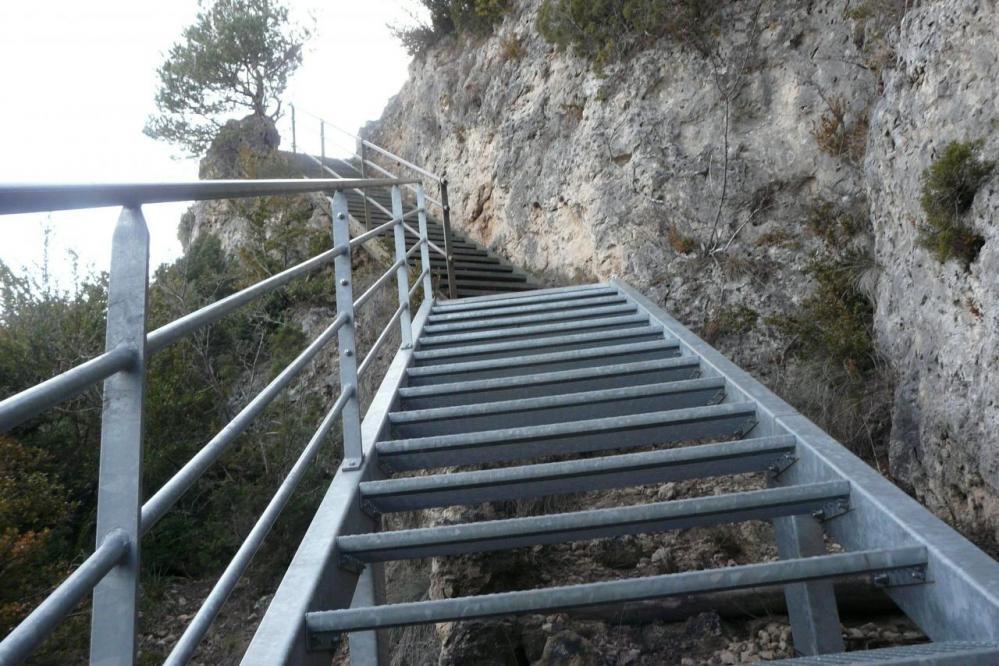 escalier du belvédère au chaos de Montpellier le vieux