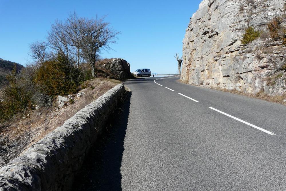 accès via cordatta roc de Bouilhères (Meyrueis)