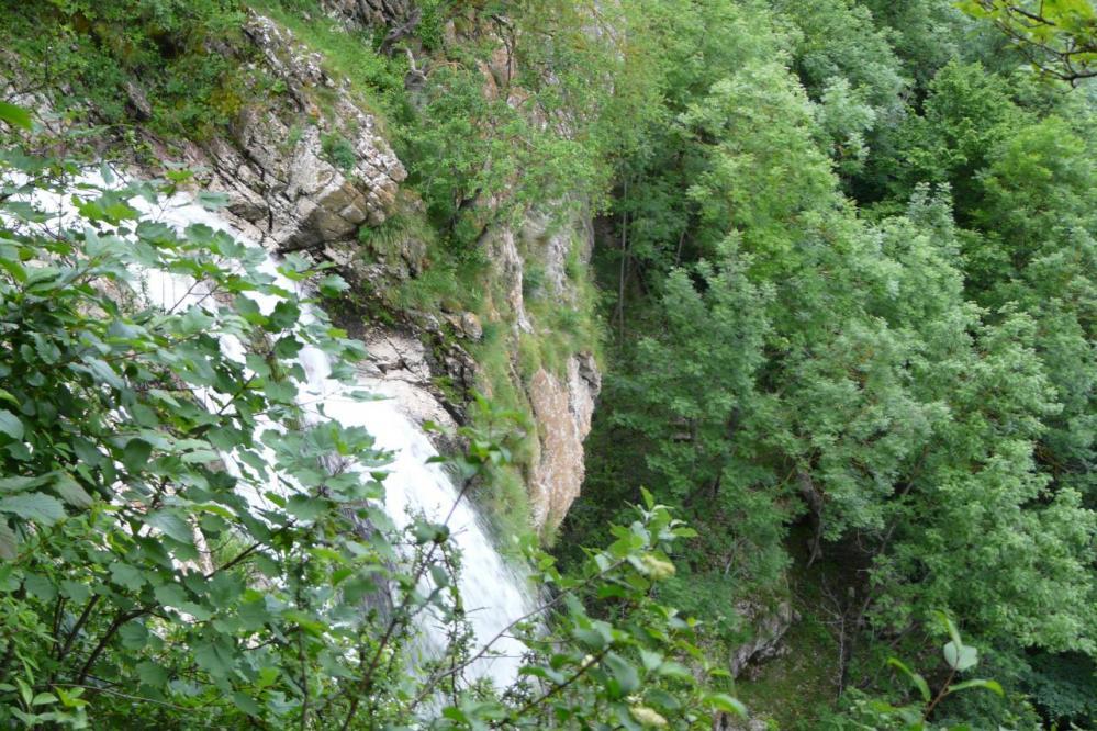 Vue depuis le côté tunnel (cascade de Chabarotte)