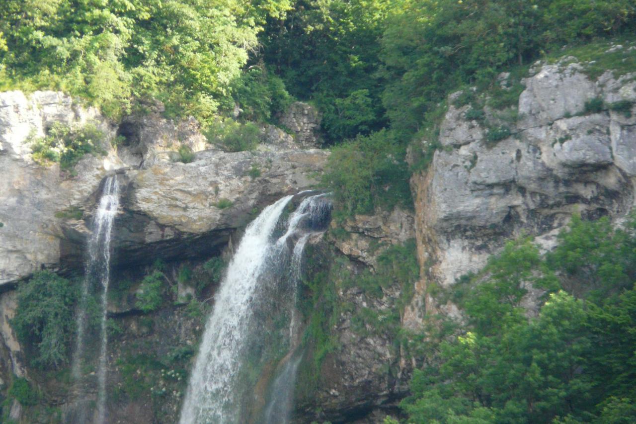 le haut de la cascade de la Charabotte,juste en dessous du premier tunnel