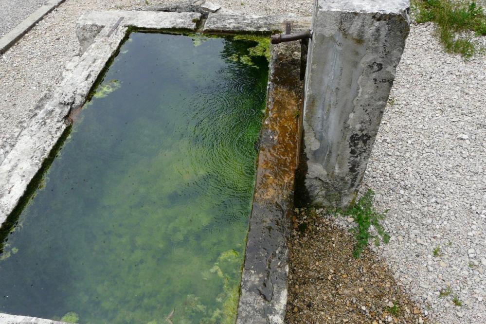 la fontaine sortie du hameau de Chabarotte