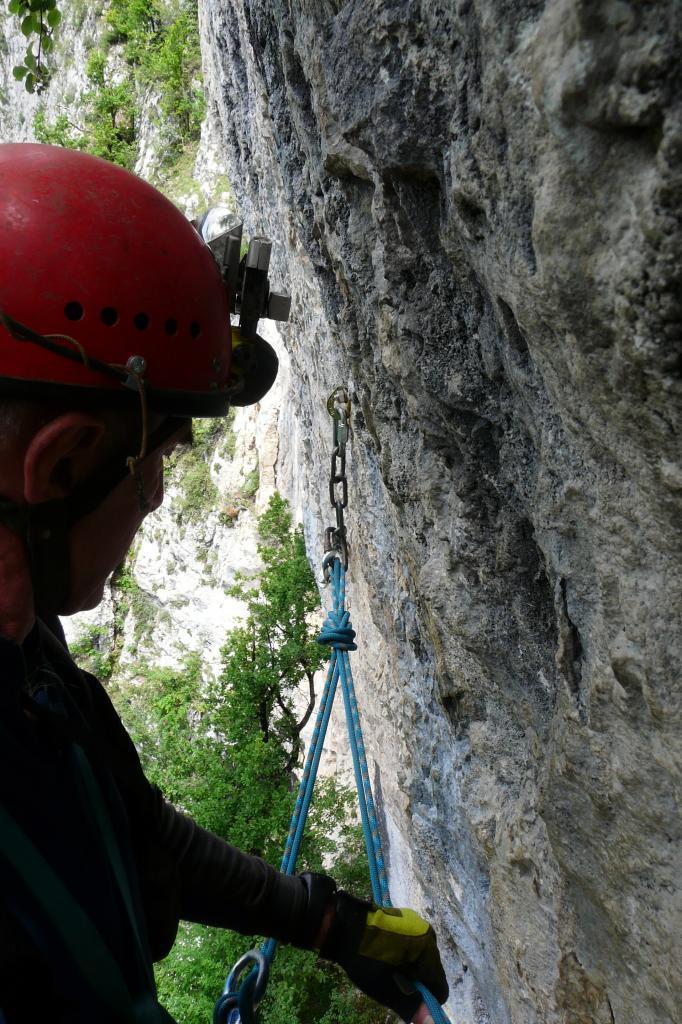 descente en rappel sur la grotte de la Doria