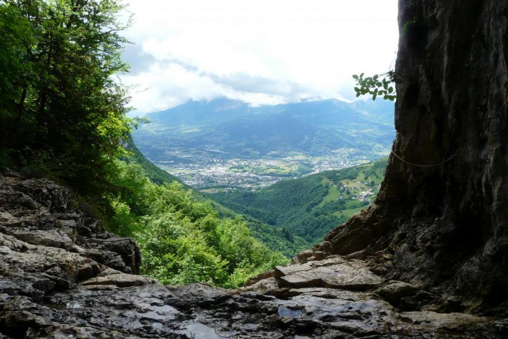 Depuis la grotte de la Doria, vue sur le massif du Granier