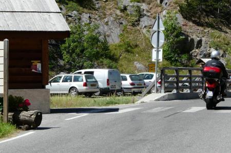 Stationnement à la sortie de Plampinet