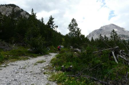 dans la montée du col des Acles, je rejoins un autre randonneur