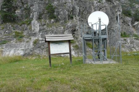 l'antenne et le panneau d'info (2ème) de la via Rouas à Pian del Colle