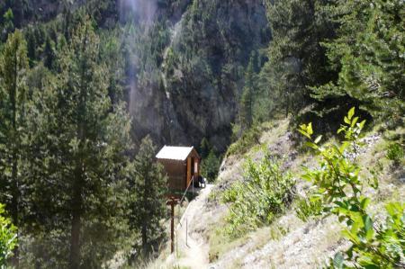 cabane accès pont tibétain