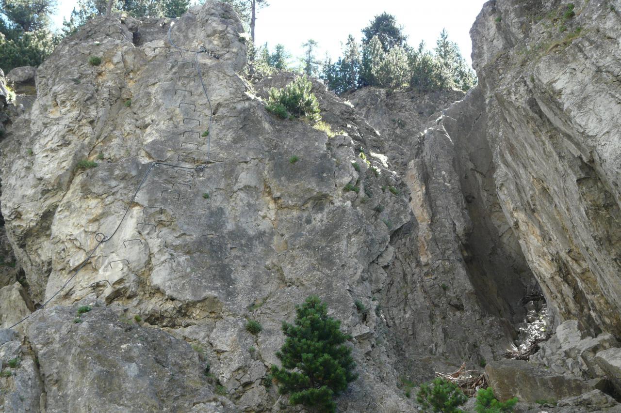 départ de la via rocca Clari à Clavières première longueur