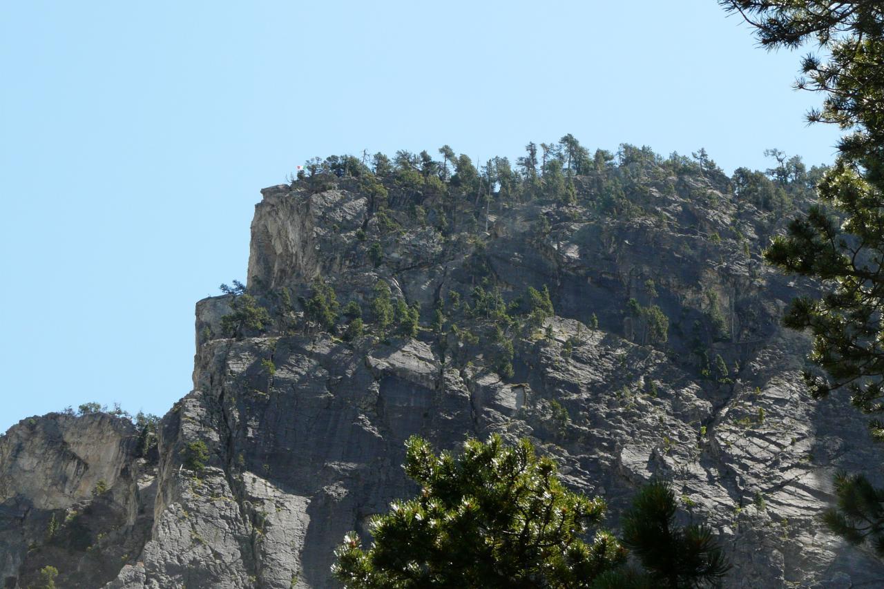 Le site de la via Rocca Clari à Clavières - Arrivée de la via au drapeau !