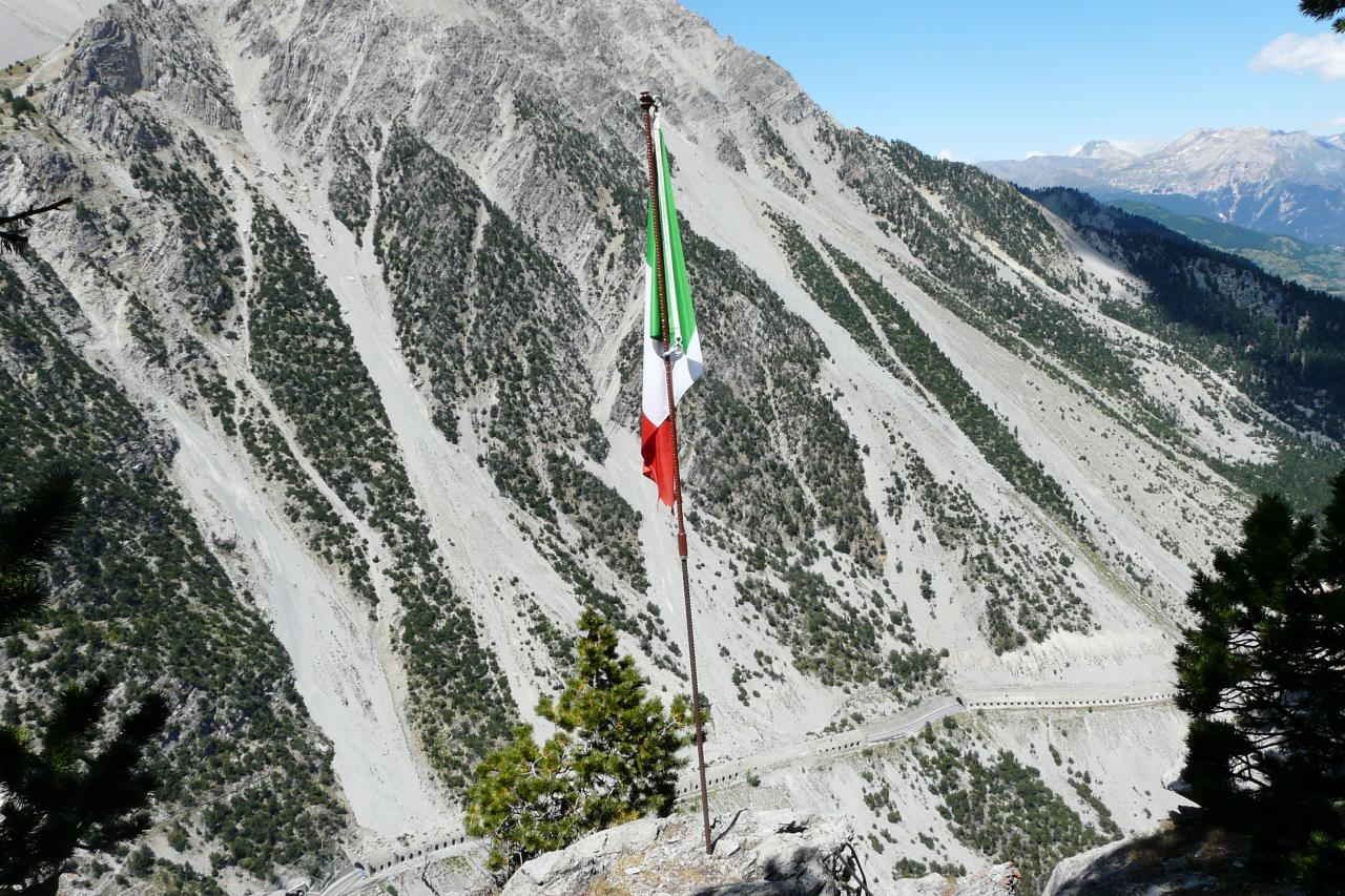 Le drapeau du haut de la via ferrat de Rocca Clari !