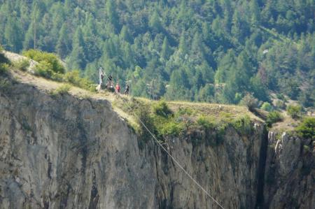 une des 2 grandes tyroliennes des gorges de la Durance